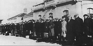 Polonais_a_leur_arrivee_a_Coetquidan_1940